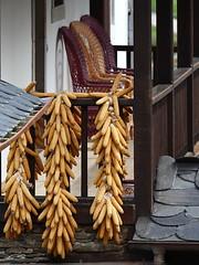 Trios (Cealma) Tags: madera tres trios corredor maiz sillas columnas mazorcas panochas canon40d 100400isusm minbre lanceo cibuyo