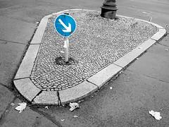 gwb   insel (stoha) Tags: berlin insel gwb charlottenburg berlincharlottenburg islandinthesun hardenbergstr verkehrsinsel guessedberlin stoha hardenbergstrase knesebeckstrase gwbanoniman9876