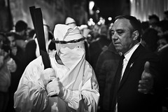 [Taranto Vecchia 2011] (Luca Napoli [lucanapoli.altervista.org]) Tags: blackandwhite biancoenero tarantovecchia lucanapoli settimanasanta2011