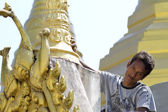 Cleaning the stupa - Myanmar (Burma) (Steven Goethals) Tags: travel portrait people face eos pagoda asia burma decoration culture peoples explore human 7d myanmar mon asie ethnic birma visage indochine pagode ethnology birmanie thaton ethnique goethals stevengoethals
