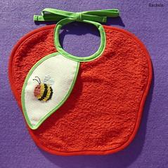 bavaglino mela (*Rachele*) Tags: apple crossstitch manzana bib bee ape abeja dmc mela bavaglino bentcreek puntocroce babero dmcbib