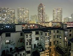 Shanghai (arnd Dewald) Tags: china light panorama skyline architecture night analog iso100 licht shanghai nacht kodak highrise architektur housing analogue   residential chamonix largeformat myview hochhaus  leuchte northview syscraper wohnungsbau arndalarm grossformat ektar100 schneidersuperangulon90mmf8 huangpudistrict  beijingluapartmentshanghai chamonix45n2 ch45n2016windownortheastweimaaucone1klein
