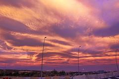 Durant mitja hora (.carleS) Tags: sunset red sky sol clouds canon de eos rojo cel cielo nubes puesta nvols roig boires 60d ocs caeduiker