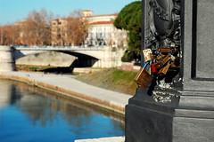 L'amour aujourd'hui (Elena_Bernasconi) Tags: italy rome roma italia tevere amore isola tiberina lucchetto moccia