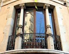 Barcelona - Provena 322 c (Arnim Schulz) Tags: barcelona espaa art window architecture liberty ventana spain arquitectura arte fenster kunst catalonia finestra artnouveau gaud architektur catalunya espagne fentre modernismo catalua spanien modernisme jugendstil espanya katalonien stilefloreale belleepoque baukunst