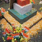 "Republic Day Decorations at Howrah Flower Market <a style=""margin-left:10px; font-size:0.8em;"" href=""http://www.flickr.com/photos/14315427@N00/6829211527/"" target=""_blank"">@flickr</a>"
