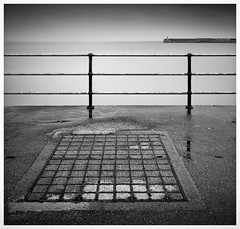 Folkestone: grid, railing and harbour arm with lighthouse (David Millier) Tags: longexposure bw minimalism folkestone nd400 neutraldensity 10stop leefilter nd110 nd1000x bigstopper