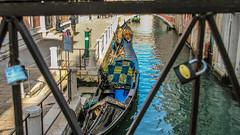 Un vistazo (Langel Photo) Tags: agua amor gondola venecia candados