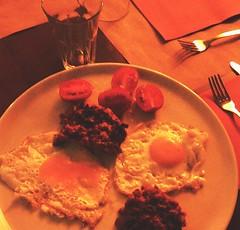 Uova VASTOCLICK2 (Giuseppe Tana) Tags: food very good rosso cena vino abruzzo piatto salsiccia vasto pomodorini uova povero vastoclick2