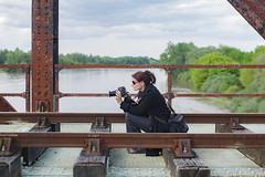 La photographe  (The photographer) (l'imagerie potique) Tags: friend fanny railroadbridge amie laloire cosnesurloire laphotographe poeticimagery limageriepotique lepontpo