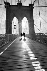Destino Compartido (Moises Levy L) Tags: bridge sun newyork brooklyn contraluz walking couple shadows pareja brooklynbridge reflexion 1740mm canon5dmll