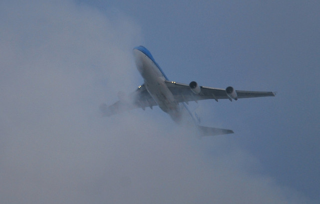 KL898 KLM Boeing 747 (PH-BFM) at 3.800ft from Beijing to Schiphol cloudbusting