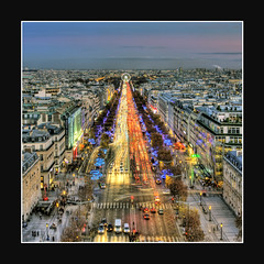 Paris Noel/Christmas 2011 : Dec.16 (Scape) Tags: christmas city travel blue light sky urban paris france building tree tourism monument architecture canon champselysees dawn twilight holidays long exposure december nightshot dusk wide illuminations arc triomphe large noel panoramic hour arrondissement hdr sapin decembre fetes haussman