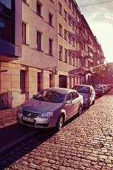 Ausschnitt (andersdenkend) Tags: city light sunset shadow urban sun cars car architecture wideangle plaster cobble part available foveon ausschnitt weitwinkel pflastersteine sigmadp1