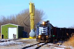 LSRC at the old Detroit & Mackinac yard (dangaken) Tags: railroad winter industry yard train canon december rail railway mich locomotive flint dm centralmichigan sbs baycity lsrc 2011 midmichigan detroitmackinac michign 1164 canon50d december2011 lakestaterailway greatlakesbayregion saginawbaysouthernrailway lsrc1164