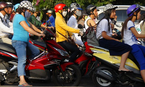 Saigon-traffic-bikes-HCM-City-Vietnam (6)