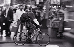 """Speed....."" (Hctor Lago) Tags: street nyc people bw usa newyork streets bike speed canon cadenas ride bokeh bicicleta movimiento newyorker desenfoque mtb scanning velocidad panning mochila virado barrido congelado candados eos450d barridofotografico neoyorkino robadofotografico"