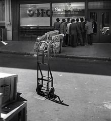 Chinatown, San Francisco (Dave Glass . foto) Tags: sanfrancisco 1969 newspaper 1960s publishing chinatownsanfrancisco sfchinatown waverlystreet chinesetimespublishingco