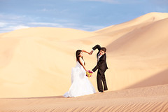 (Oln Fotografa) Tags: wedding sun love rising groom bride sand couple desert pareja amor dunes boda arena desierto novios dunas trashthedress