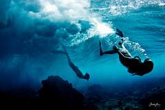 (SARA LEE) Tags: ocean blue boy girl dark hawaii underwater deep wave bigisland reef kona fins breakingwave sarahlee vivantvie