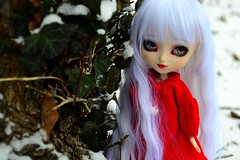 Colibrie | Pullip Kirsche Full Custom (Zoo*) Tags: wood red white snow macro green rouge doll outdoor vert redlips pullip neige custom luts extrieur arbre blanc custo whitehair manteau redeyes kirsche obitsu ondul rewigged pupapa barbieoutfit colibrie lutswig yeuxrouge fullcustom fullcusto obitsu25cm obitsued reshipped d3100 diypupapa