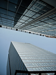 Centre Bell - Tour Deloitte, Montral (AlainC3) Tags: windows building architecture nikon quebec geometry montreal architectural fentre skyscrapper centrebell coolpixp600 tourdeloitte tourbureaux