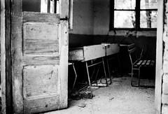 IMG025.jpg (andrei_pietru) Tags: desk nikonf4 ilforddelta100 oldschools