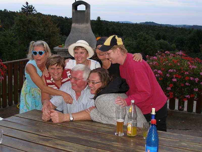 Kastanienhof Selz - Familie auf dem Balkon
