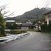 バス停「宮野温泉」→紅花舎 003 川沿いに歩いていきます。