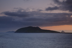 Blasket Island moonrise (Richard Boyle) Tags: ireland light sunset moon seascape beauty tranquility calm kerry moonrise earlyevening dinglepeninsula blasketislands top20ireland