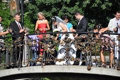 Riga (ritsch48) Tags: tradition custom hochzeit riga stadtpark lettland brauch liebesbrücke