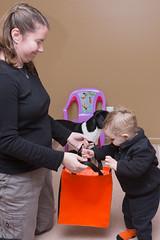 Treat Bag (Craig Dyni) Tags: halloween girl toddler madelyn alannah dyni