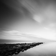Peace (raul_lg) Tags: sea sky canon atardecer mar rocks murcia cielo lee nubes marmenor rocas espigon largaexposicion losurrutias bigstopper raullg