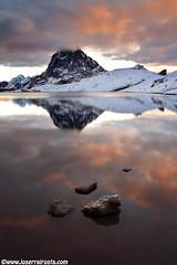 Between fire and ice (Joserra Irusta) Tags: longexposure lake mountains reflection clouds sunrise lago rocks amanecer le nubes reflejo rocas montaas pirineos ibon canon1740f4l largaexposicion mididossau joserrairusta 2000metros canoneos5dmkii wwwjoserrairustacom northphototours