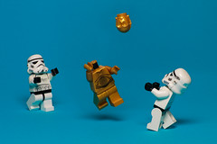 Piggy in the Middle (KWG73) Tags: toy toys starwars lego plastic stormtrooper c3p0 minifig stormies kwg73