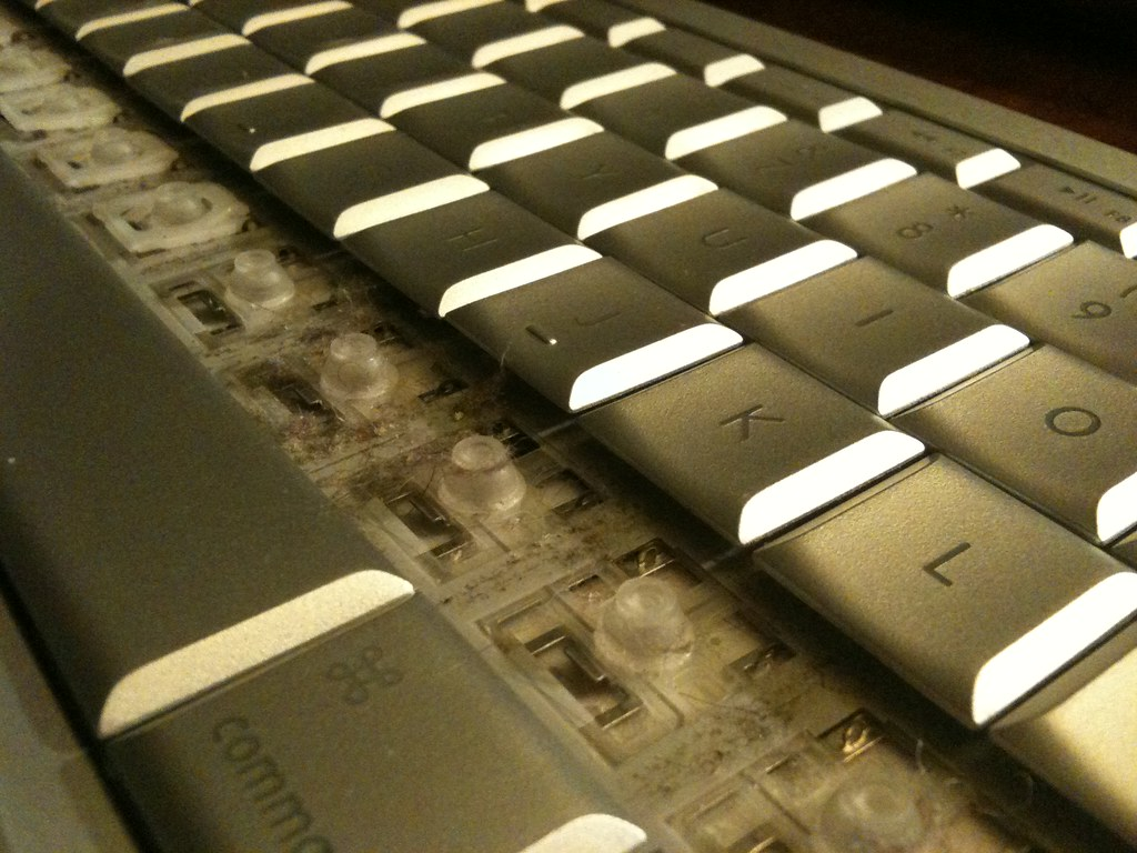 how to clean mac pro keyboard