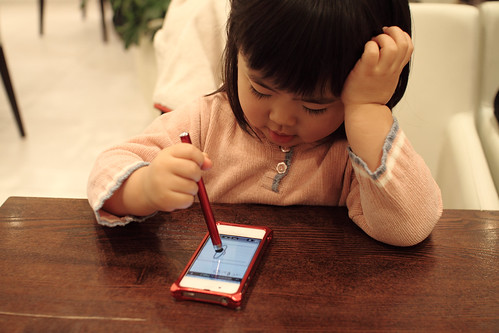SAKURAKO use Stylus pen.