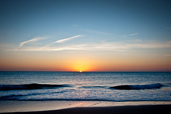 Ocaso azul (grego.es) Tags: sunset sea sun sol beach mar andaluca sand waves playa arena beaches prints octubre calas cdiz favorita olas ocaso conil huellas 2011 a700 sonyalpha carlzeiss1680 wwwgregoes