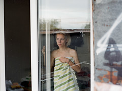 (tailakova) Tags: window towel saintpetersburg abd mamiya645af 10yasovetskaya sep2011 breakthefragile