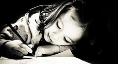Coloring in her zone (susivinh) Tags: portrait bw blancoynegro girl drawing retrato daughter nia coloring colorear hija dibujar