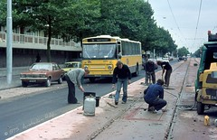 Amsterdam: working on the new tramroute in... 1975 (Amsterdam RAIL) Tags: bus amsterdam cn ascona autobus opel leyland amsterdamwest stadsarchief lijn2 plesmanlaan denoudsten streekbus gasfles opelascona overtoomseveld centraalnederland leylanddenoudsten eb6348 cn2272 inductielus