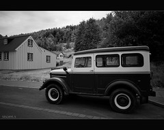 (snorri.s) Tags: old bw house car canon gamall akureyri hs bll jeppi snorris