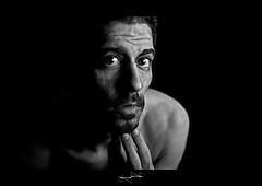 autoportrait noir et blanc by D.F.N. self-portrait ('^_^ Damail Nobre ^_^') Tags: france love canon word fun photography photo reflex europe picture 7d photographe dfn damail borderfx francais