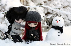 Anya & Scarlett built a snowman (pure_embers) Tags: uk red snow scarlett dark snowman eyes dolls gothic queen hood pullip bloody pure lunatic anya embers realistic leeke obitsu leekeworld lunaticqueen