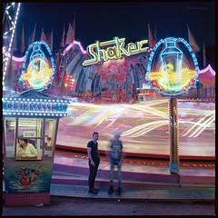 Neuköllner Maientage 2016 (Shaker) (Konrad Winkler) Tags: berlin 6x6 abend kirmes karussell langzeitbelichtung hasenheide mittelformat hasselblad503cx maientage kodakektar100 epsonv800