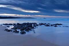 Liencres (seryani) Tags: ocean longexposure november sunset sea costa beach water canon atardecer coast mar twilight spain rocks europa europe view tide horizon playa noviembre filter vista puestadesol bluehour plage rocas cantabria anochecer oceano marea filtro liencres 2011 canonef2470f28l canon2470 valdearenas singhray espana costaquebrada horaazul canonef2470 playadevaldearenas canoneos5dmarkii november2011 5dmarkii noviembre2011 exposicionlarga marcantabrico oceanoatlantico singhraynd3inverse