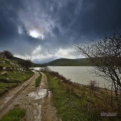Il sentiero lungo il lago (Andrea Rapisarda) Tags: nikon sicilia allrightsreserved parcodeinebrodi d7000 andrearapisarda lagotrearie requestwrittenpermissionbeforeuse wwwparcodeinebrodiit