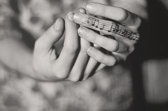 #2  mondays are for music (Ana Lusa Pinto [Luminous Photography]) Tags: music 50mm hands sheet 365 write draw project365 365days luminouslu analusapinto