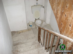 BD2083-Scale (manlio.gaddi) Tags: toilet wc vespasiano gabinetto pisciatoio waterclosed