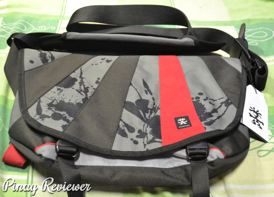 Crumpler The Barney Rustle Blanket Red Splatter bag